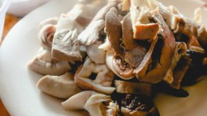 Dĩa thịt và lòng ăn kèm - rất hấp dẫn