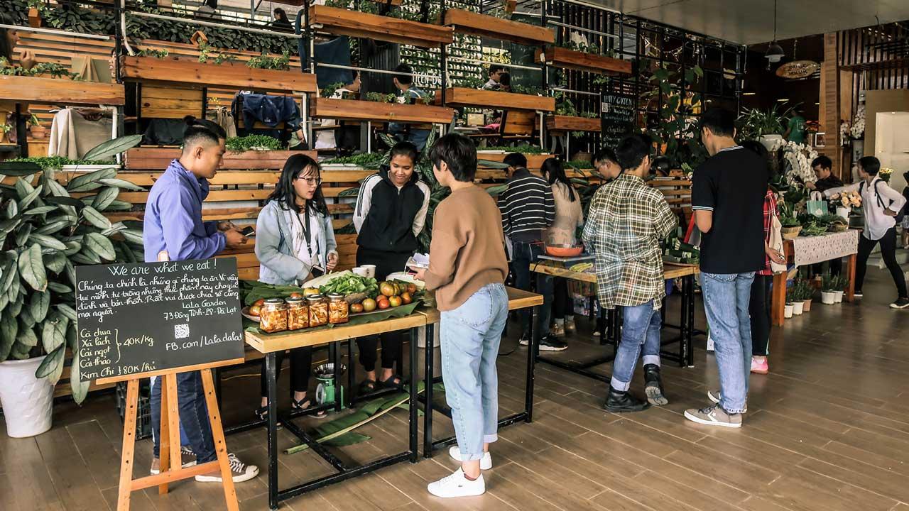 Cảnh hoạt động trong Phiên Chợ Nông Sản Hữu Cơ